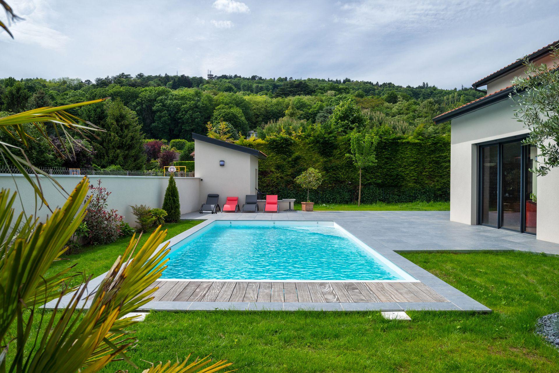 maison-traditionnelle-piscine